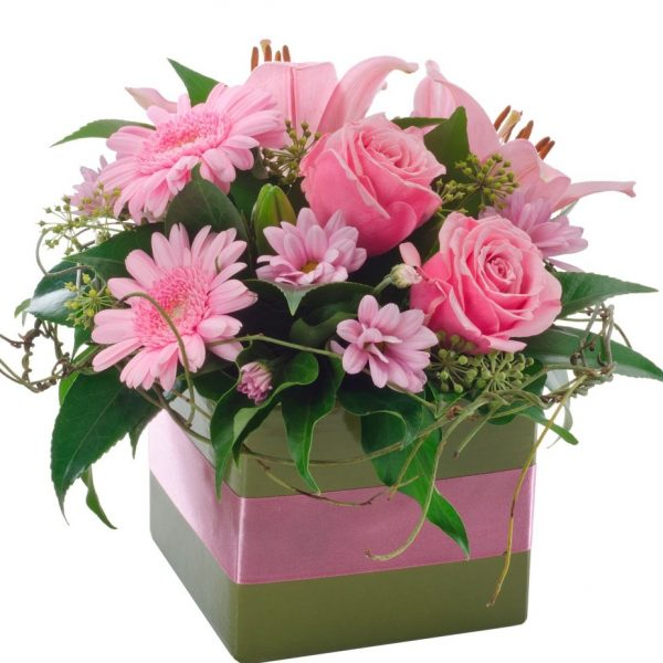 Ivy Lane Flowers & Gifts - Pretty in Pink Arrangement